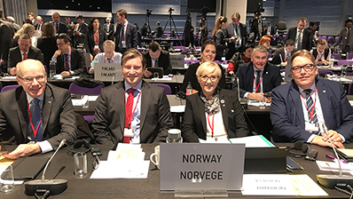 The Storting is well represented. Front row from left: Hårek Elvenes, Christian Tybring-Gjedde, Liv Signe Navarsete and Sverre Myrli. Second row from left: Lene C. Westgaard-Halle and Trond Helleland. Photo: Storting.