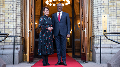 President of the Storting Tone Wilhelmsen Trøen and Denis Mukwege in front of the Storting building. Photo: Storting