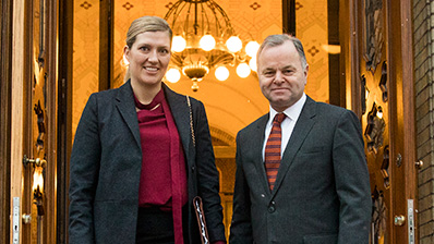 ICAN's Executive Director Beatrice Fihn and the President of the Storting Olemic Thommessen. Photo: Storting.