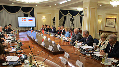 The Standing Committee on Foreign Affairs and Defence meets members of the Russian Federation Council. Photo: Storting.