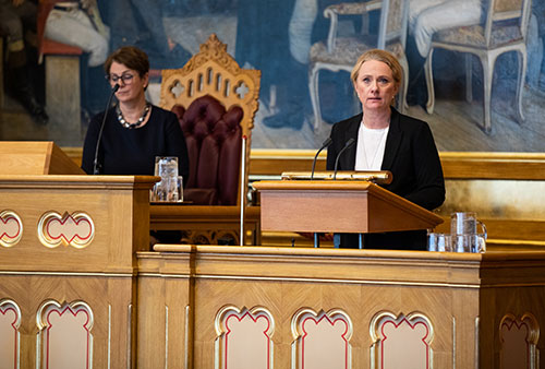 Anniken Hauglie (Conservative Party), then Minister of Labour and Social Affairs, addressing the Storting on how Norway had practised the EU's social security regulation, 5th November 2019. Photo: Storting.
