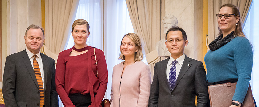 President of the Storting Olemic Thommessen together with ICAN's members, Executive Director Beatrice Fihn, Grethe Östern, Akira Kawasaki and Susi Snyder. Photo: Storting.
