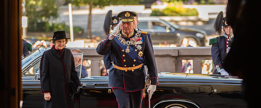 HM King Harald and HM Queen Sonja on their way into the Storting before the State Opening in 2016. Photo: Morten Brakestad/Storting.